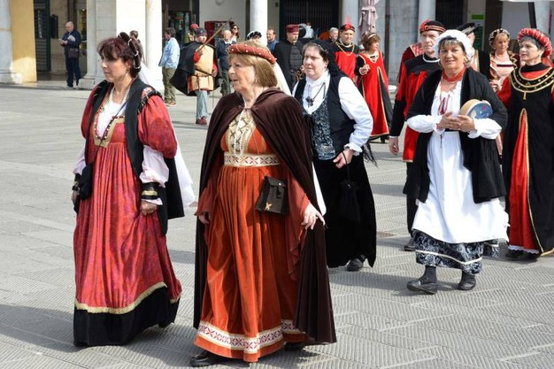La rievocazione storica per i 411 anni di Livorno elevata al rango di città (Foto Lanari)