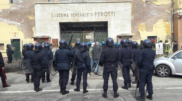 Rave party, sgombero alla caserma Perotti di Bologna