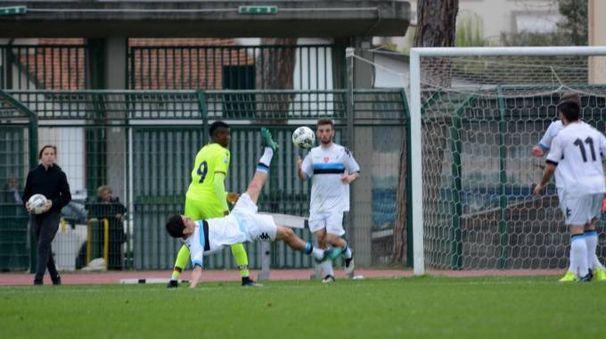Viareggio Cup, un'azione di Bologna-Pisa (Umicini)