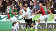 Luca Garritano in azione contrastato da Martin Valjent (foto LaPresse)