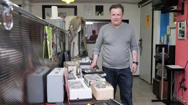 Antonio Siciliano con la sua collezione