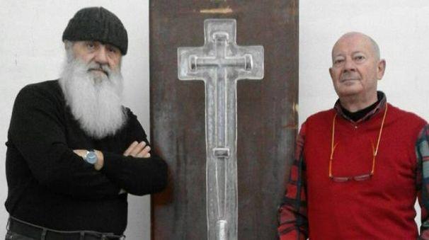 Max Marra e Silvio Vigliaturo con la Croce per il Papa