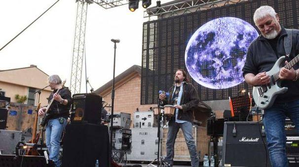 I Nomadi in concerto (foto De Marco)