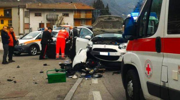 Soccorritori sul luogo dell'incidente (De Pascale)