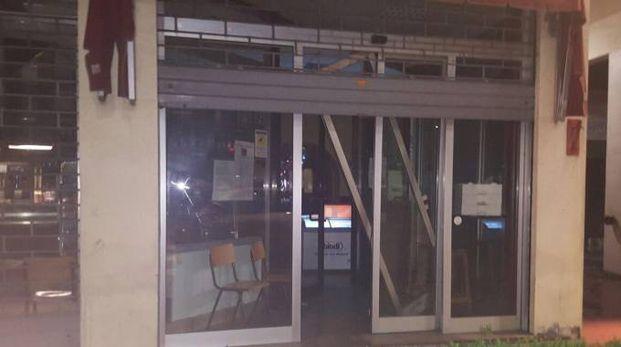 La spaccata al bar sotto Candilejas di via Bentini