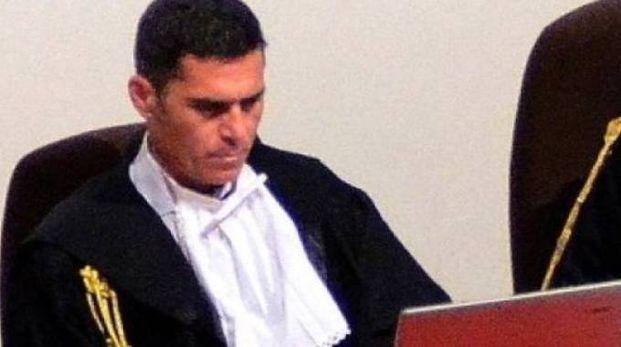 Il giudice Marco Mezzaluna ha condannato per estorsione un trentenne che minacciava i genitori per avere soldi