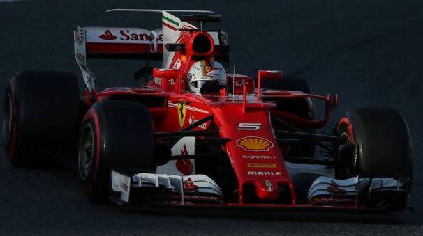 Formual 1, orari tv. Nella foto la Ferrari di Vettel nei test di Montmelò (LaPresse)