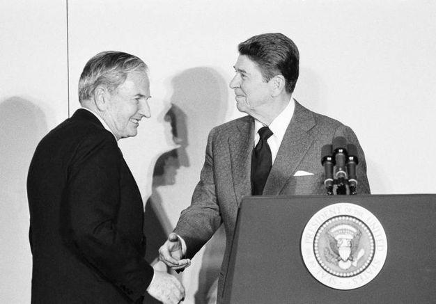 Con Ronald Reaan nel 1984 (Ansa)