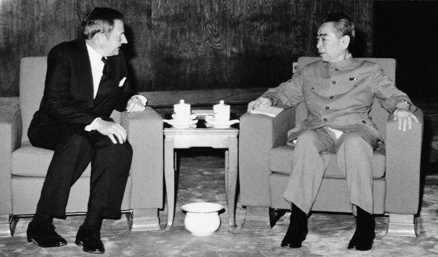 Nel '73 con l'allora premier cinese Chou En-lai a Pechino (Ansa)