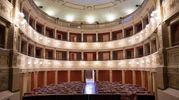 Ascoli, il teatro Filarmonici. Internamente presenta sculture di Giorgio Paci