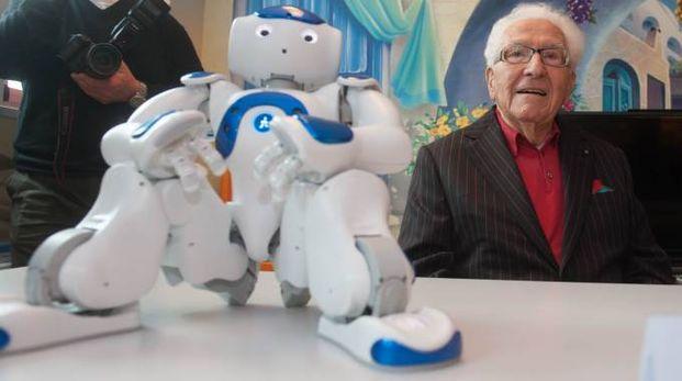 Marino con.. Marino. A donare il robot alla pediatria del Sant'Orsola è stato Marino Golinelli (Schicchi)