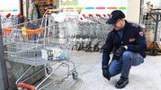 L'aggressione è avvenuta nei pressi di un supermercato (foto Migliorini Adriapress)