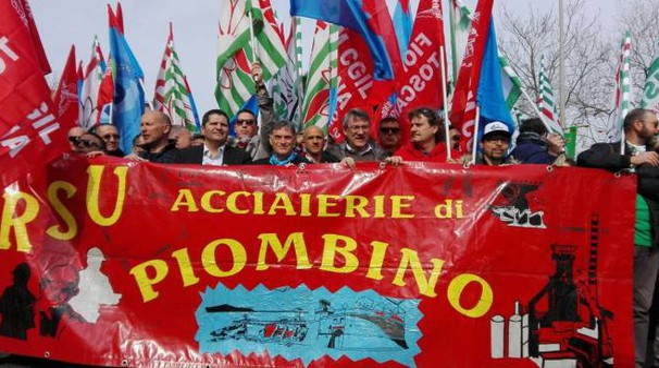 Una manifestazione sindacale a Piombino