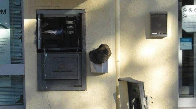 Un assalto al bancomat (foto repertorio)