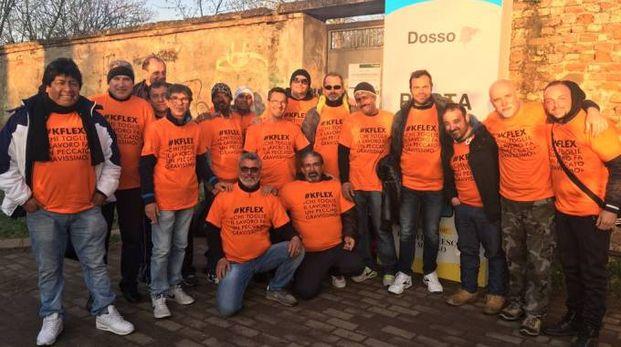 Monza, i lavoratori KFlex arrivati alle porte del parco per la messa del Papa