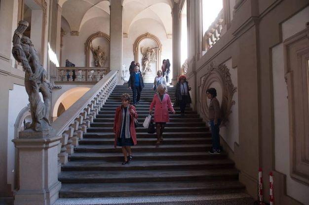 La splendida scalinata di Palazzo Fantuzzi (foto Schicchi)