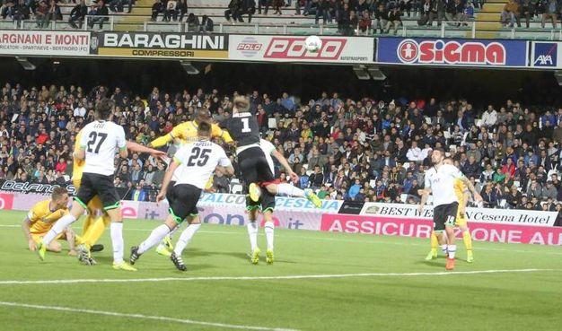 Il gol del Frosinone dell'1-1 (foto Ravaglia)