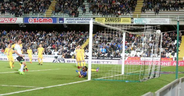 Cesena-Frosinone, il gol di Cocco (foto Ravaglia)