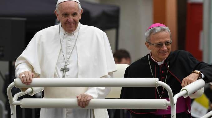 Papa a Carpi, Cavina sulla 'papamobile' con Bergoglio (FotoFiocchi)