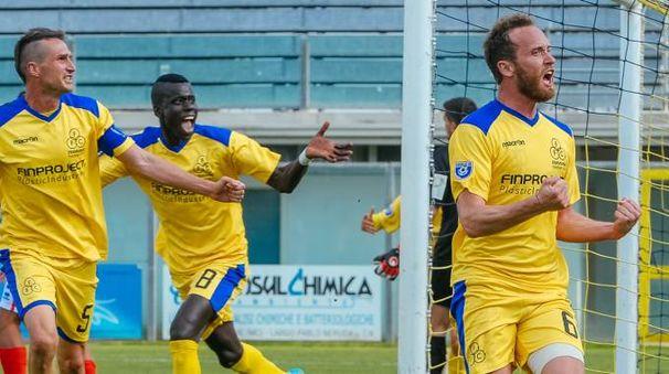Il gol di Ferrante (foto Zeppilli)