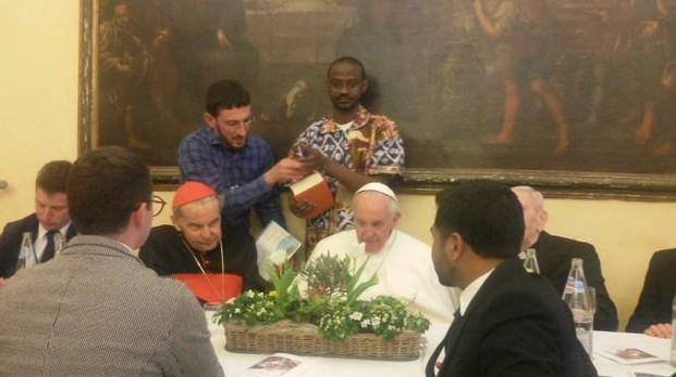 Papa Francesco durante il pranzo al seminario a Carpi, insieme ai sacerdoti e ai religiosi