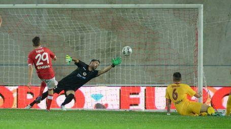 Arturo Lupoli segna il gol dell'1-0 contro il Cittadella a Varese
