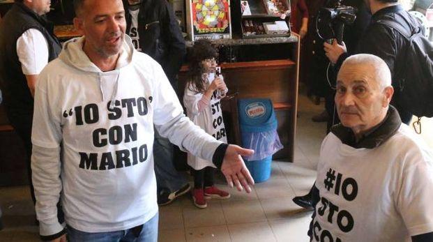 """""""Io sto con Mario"""", manifestazione in solidarietà a ristoratore di Casaletto"""