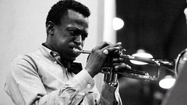 Un giovane Miles Davis