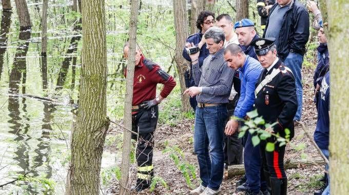 Gli investigatori sul luogo dove era stato sepolto il corpo di Silvio Mannina