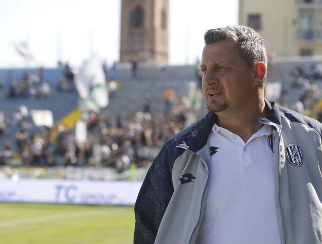 L'allenatore del Cesena Andrea Camplone (foto LaPresse)