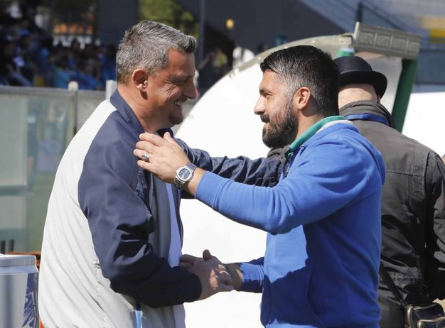 L'abbraccio tra Camplone e Gattuso (foto LaPresse)