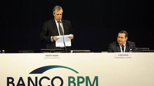 Il presidente Carlo Fratta e il consigliere Giuseppe Castagna all'assembleea della Bpm