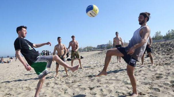 Immagini della spiaggia ieri a Cesenatico