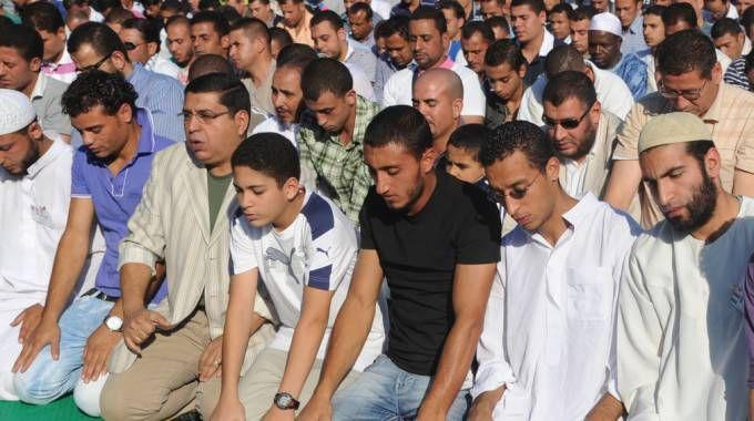 Fedeli musulmani in preghiera