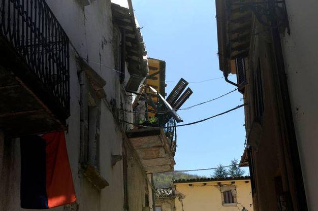 La strada per Frontignano sarà quasi impossibile da riaprire mentre venerdì Società Autostrade e Anas hanno fatto un sopralluogo sulla strada per Castelluccio (Foto Calavita)