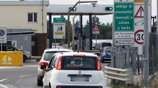 Un casello autostradale. La rapina è molto simile a quella messa a segno a marzo