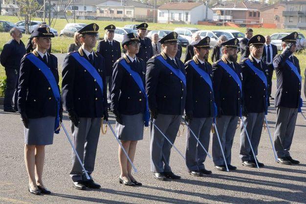 Festa della polizia consegnate 32 onorificenze foto - Foto della polizia citazioni ...