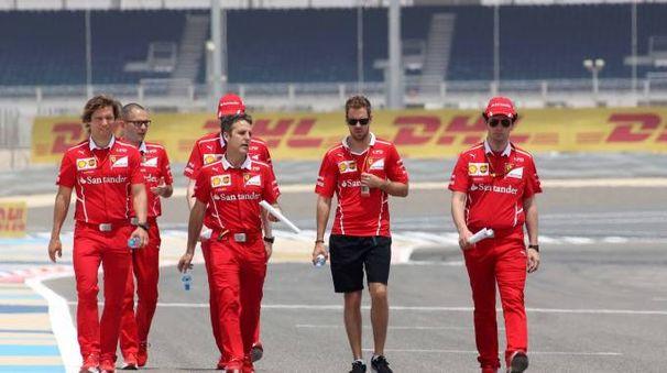 Gp Bahrain, il team Ferrari (Ansa)