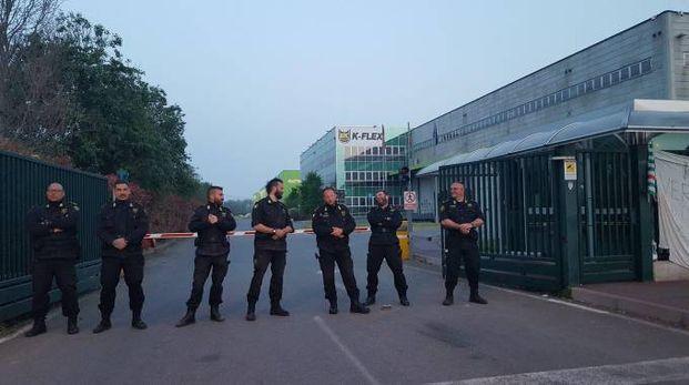 Vigilantes impediscono l'ingresso agli operai
