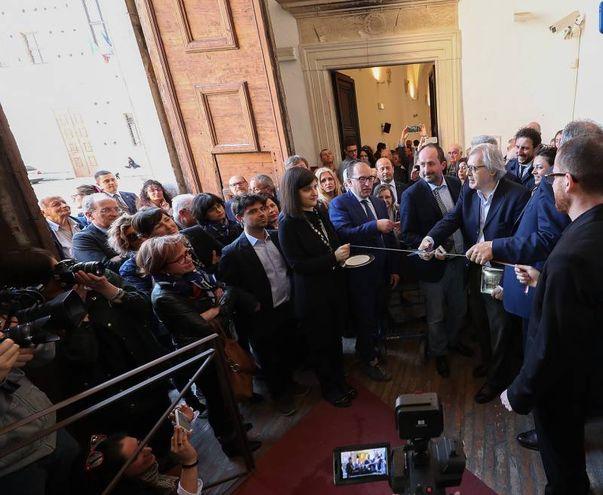 """Taglio del nastro a Urbino per """"Rinascimento Segreto"""" di Vittorio Sgarbi (Fotoprint)"""
