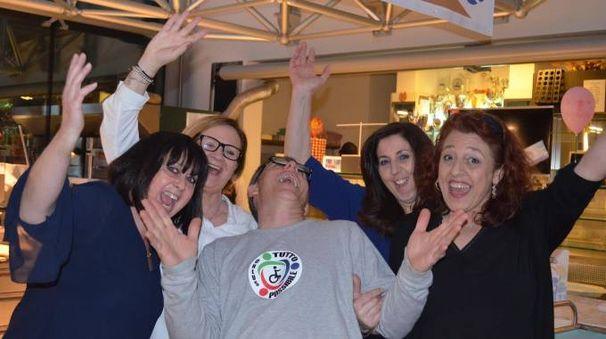 Lo staff dell'associazione Tutto Possibile Onlus: al centro il presidente Massimo Lattanzi