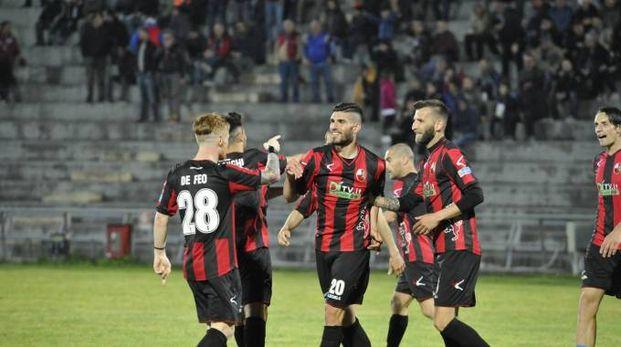 Lucchese-Siena 3-2, l'esultanza rossonera (Alcide)