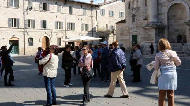 Turisti ad Ascoli (foto LaBolognese)