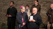 Il vescovo ha presieduto la Via Crucis (foto Ravaglia)
