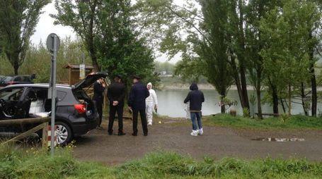 I carabinieri sul luogo del ritrovamento del cadavere (foto Pasquali)