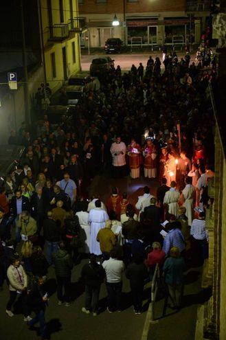 Mille persone alla Via Crucis (foto Frasca)