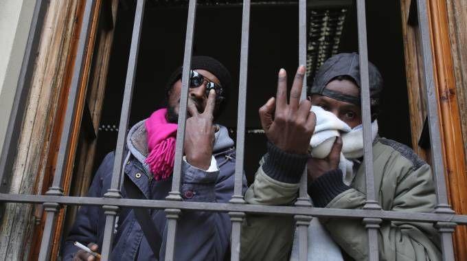 Due dei somali che hanno occupato il palazzo di via Spaventa