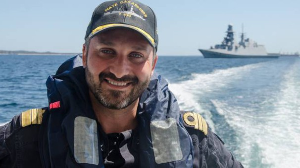 Francesco Pagnotta, 42 anni da Chianciano Terme, capitano di fregata, comanda la Nave Carabiniere