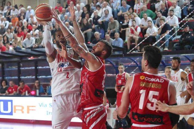 Un momento della partita fra Imola e Forlì  (foto Isolapress)