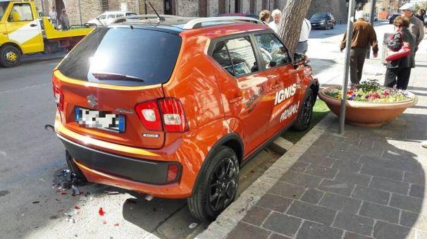 Porto Recanati, l'auto parcheggiata coinvolta nello schianto